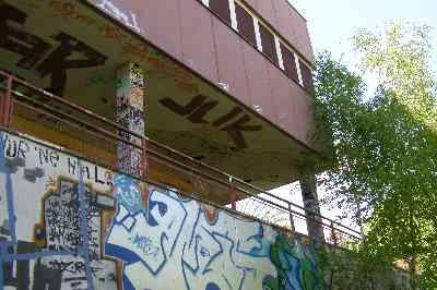 asbestschule-grafitti.JPG