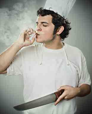 Koch raucht, kein Problem Raucher dürfen alles